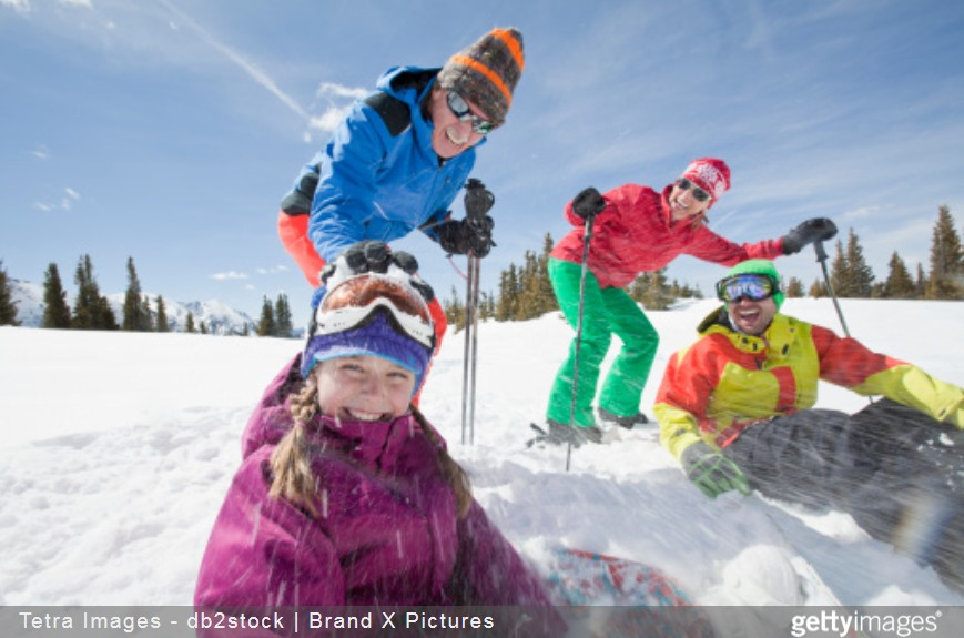 famille au ski getty images