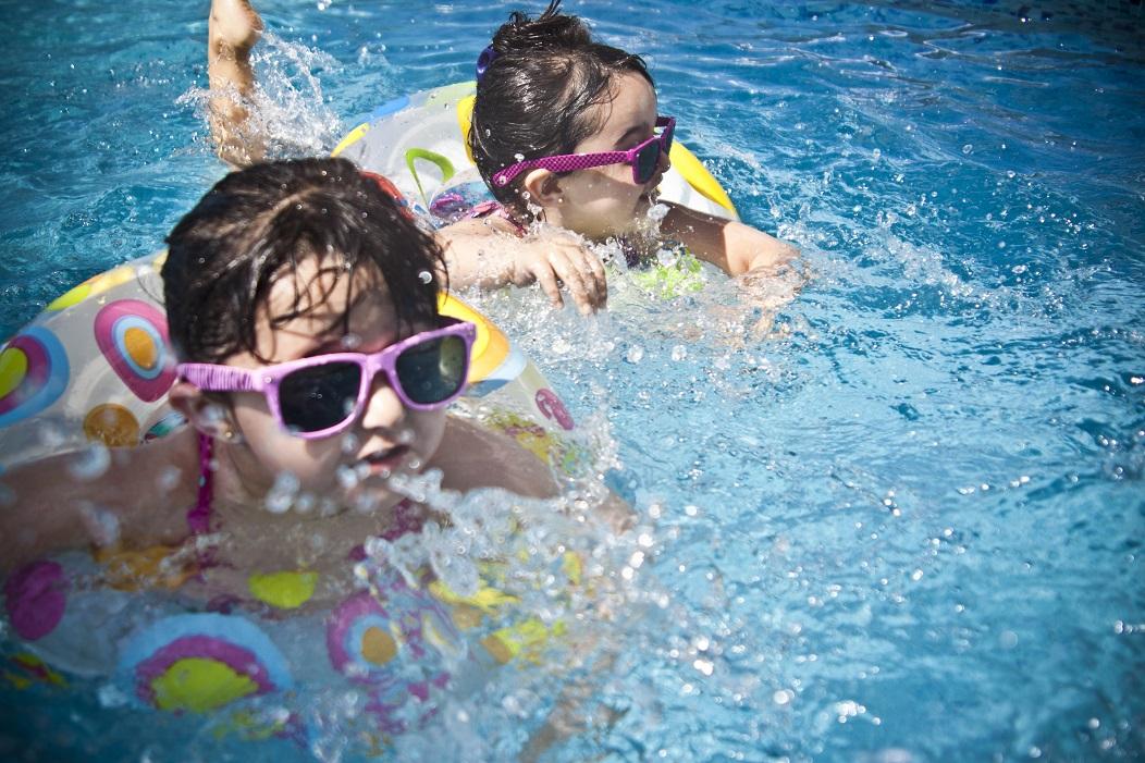 enfants-piscine