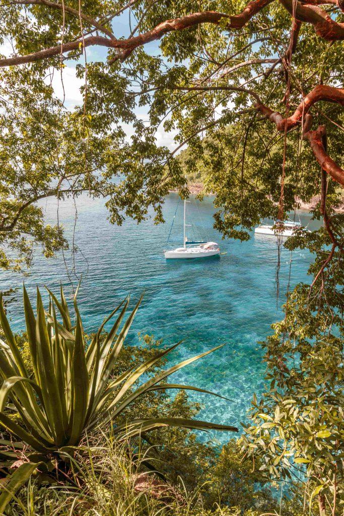 Un bateau dans les eaux de la Martinique
